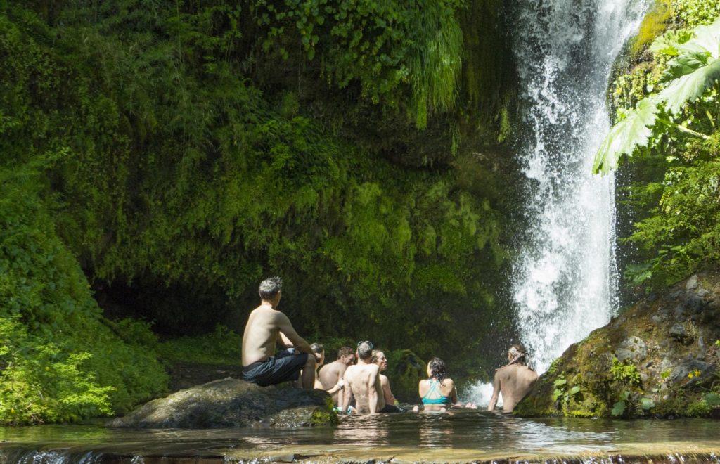 Yeti Tribe Amity Tours en termas Geometricas